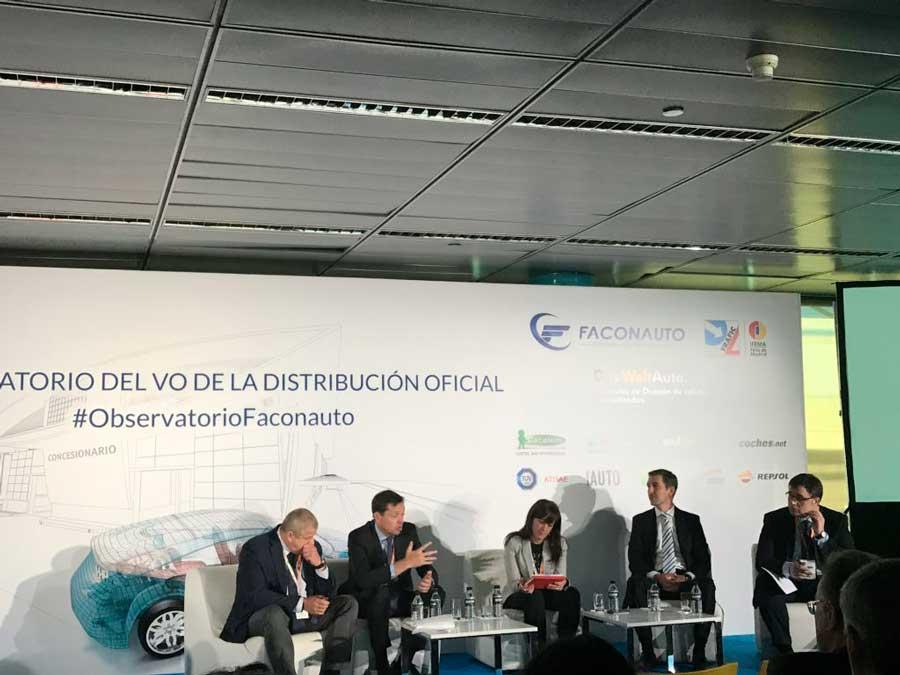 Alfonso Jurado, Agustí García, Isabel Gª Casado, Luis María Pérez Serrano y Carlos Xifré en la mesa redonda.